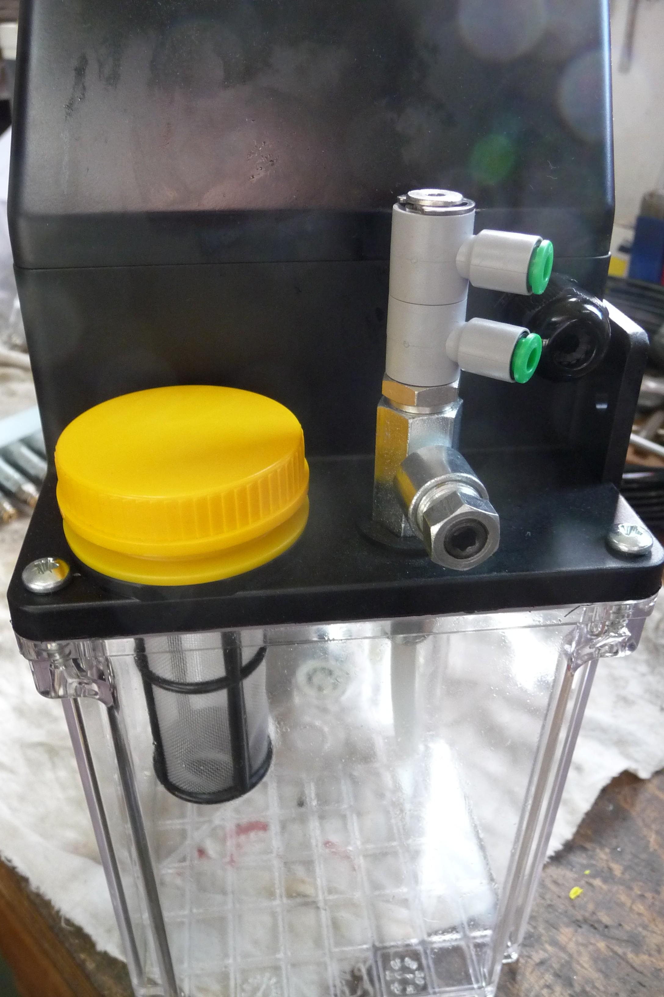 Patentschaar®  Automatische Smeerinstallatie Agregaat voor 8 smeerpunten, dosering traploos instelbaar.