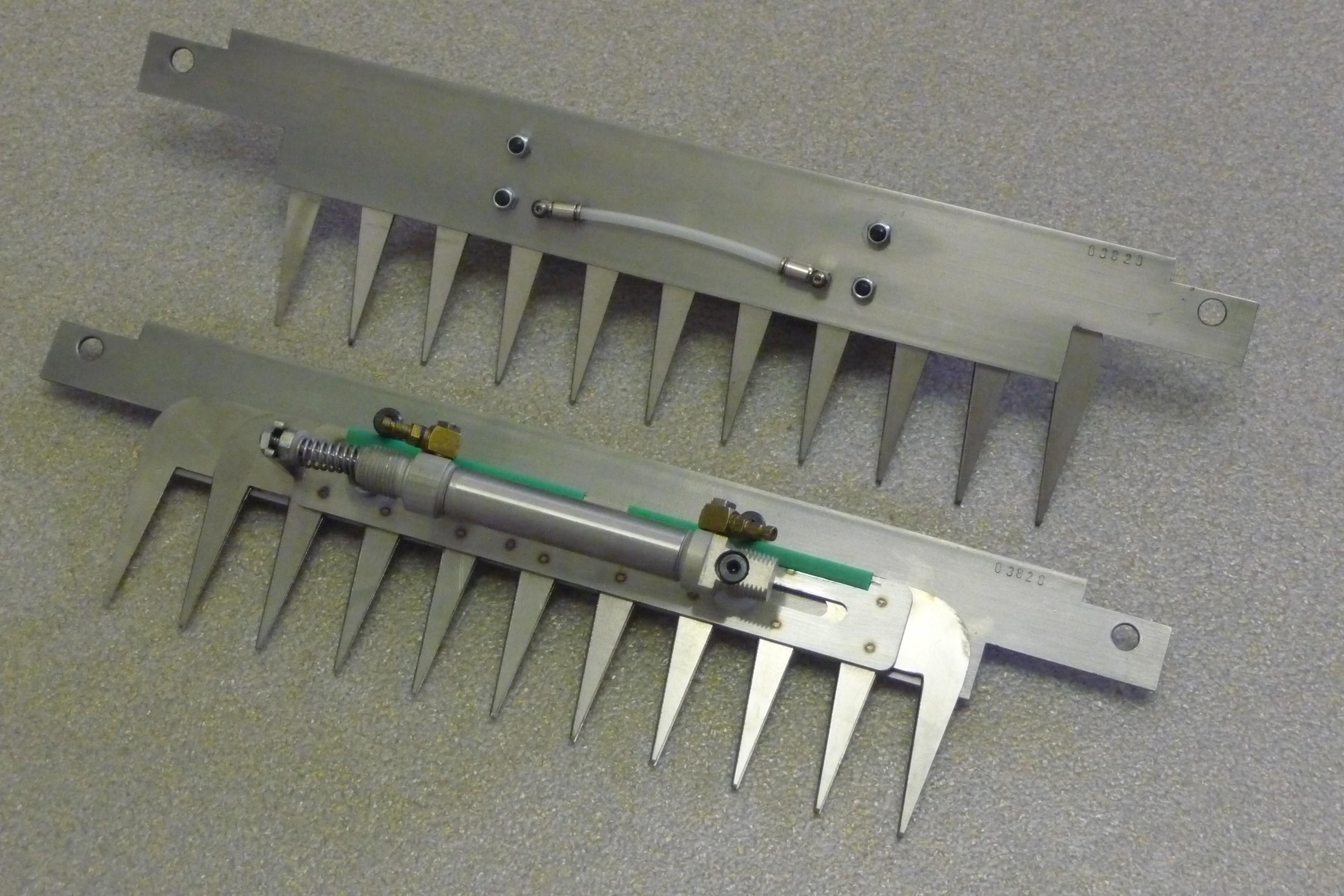 Patentschaar® voor Capelleveen / Tromp Knipmachine RVS 294,5 mm lang, steek 28 mm, 11 tanden.     Art.nr.: QB29456110RVS
