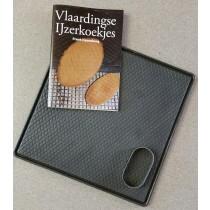 Grote Bakplaat voor IJzerkoekjes, 30 x 30 cm incl. steker, recept en het boekje VLAARDINGSE IJZERKOEKJES.
