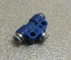 Patentschaar®  Insteek T-stuk slang 4 x 4 x 4 mm, dubbel bevestigingsgat.